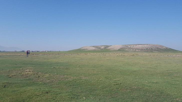 Türkmen-Karahöyük Hill, or told otherwise.  Below it is suspected capital of Hartapu