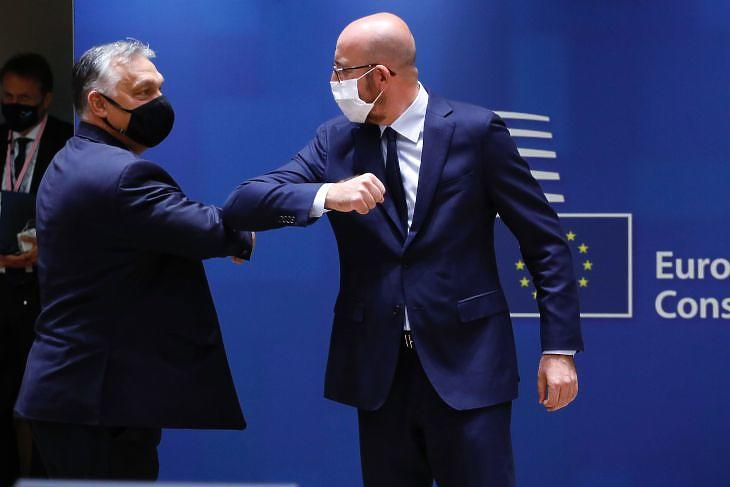 Elbow kiss of Viktor Urban and Charles Michel ahead of the EU summer summit in Brussels - the current veto has become a bear cub (Photo: Council of Europe)