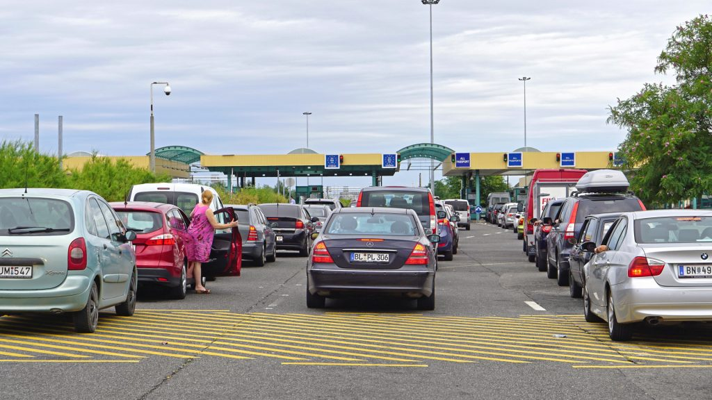 Hundreds of cars were returned from the Czech-German border