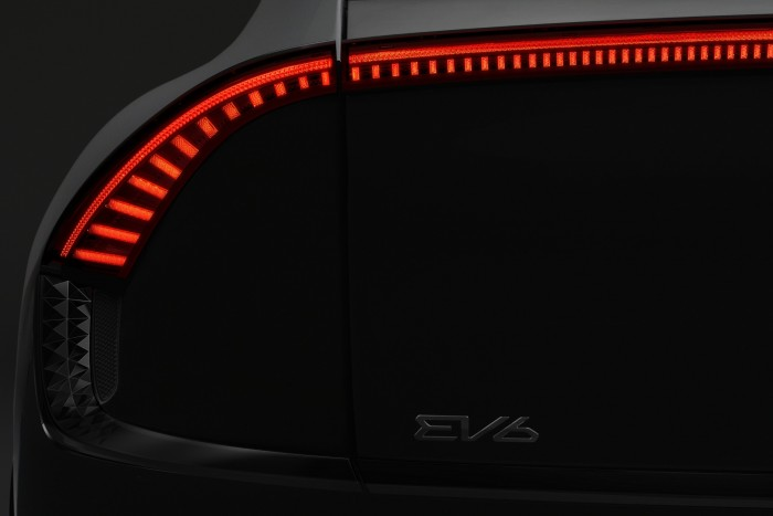 A purely electric crossover from Kia 3