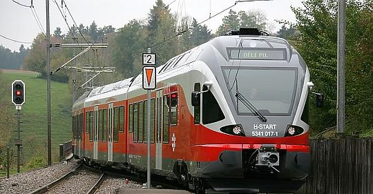 MÁV distributes medical parcels to international train personnel