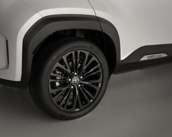 The smallest Toyota crossover 4 will also be available in a more masculine design