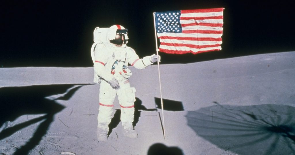 Index - Science - We may not have been on the moon, but we must have left a golf ball