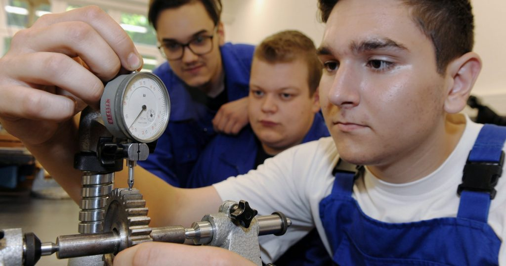 Indicator - local - students receive income in the new apprenticeship system