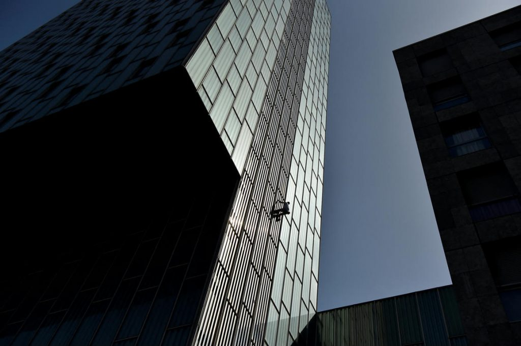 He climbed a skyscraper in Barcelona without a rope and permission