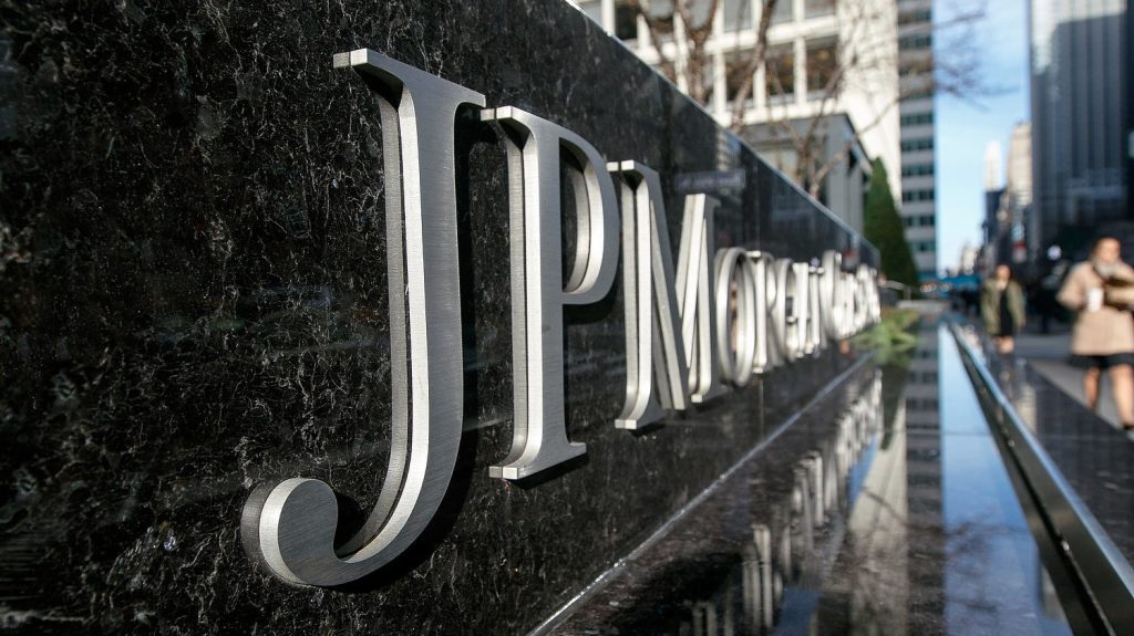 JP Morgan reassigns her staff to the office