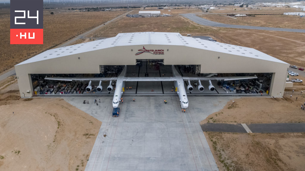 The largest plane ever took off