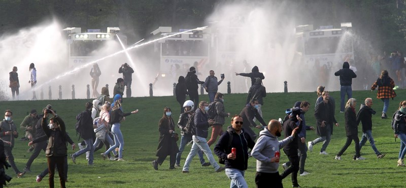 In Brussels, protesters against the epidemiological restrictions were dispersed with water cannons
