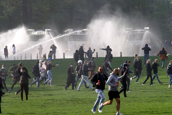 WORLD: In Brussels, protesters against the epidemiological restrictions were dispersed with water cannons