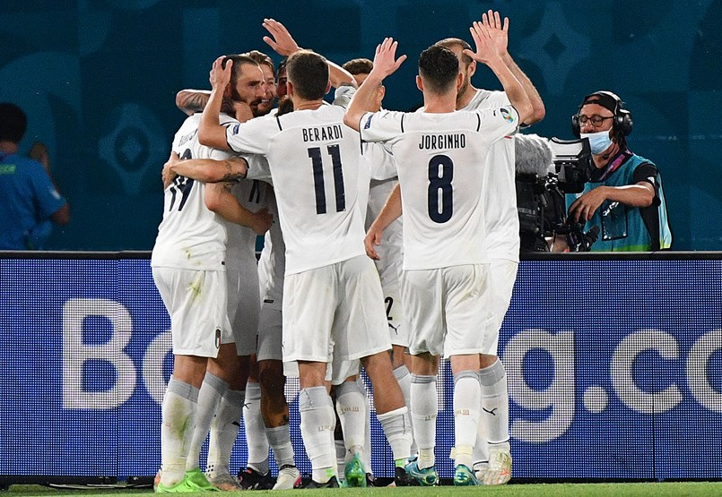 Initially, Italy managed to pass a strong but smooth match against the Turks in the opening match of the European Championship