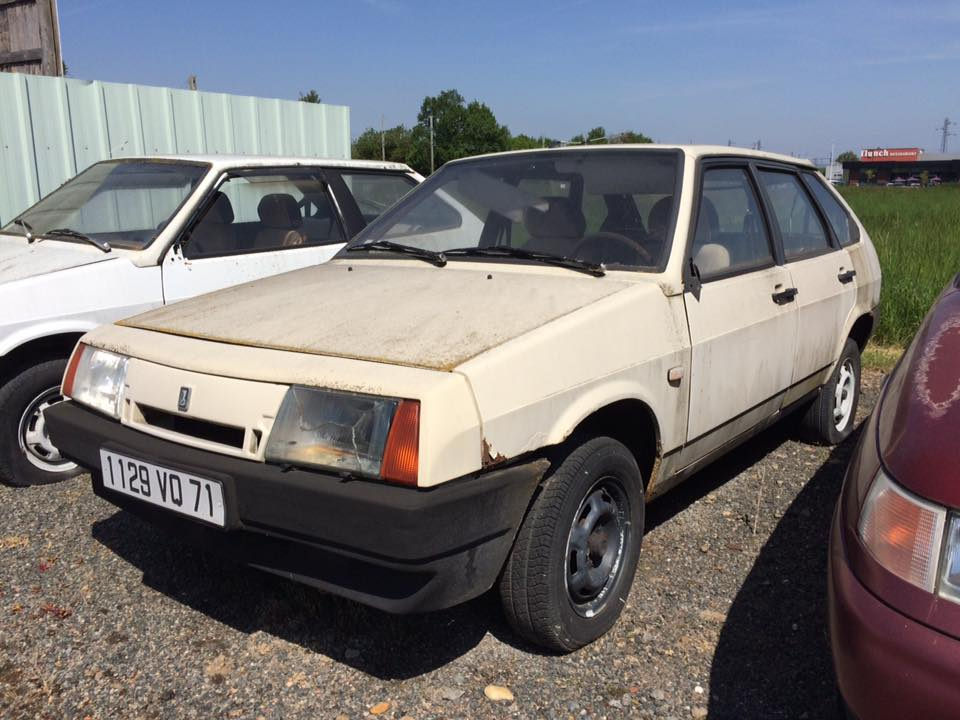 This Lada dealership has been abandoned for years, with new cars inside 3