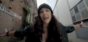 Andi Tóth clip premiere!  The singer mocks the commentators: