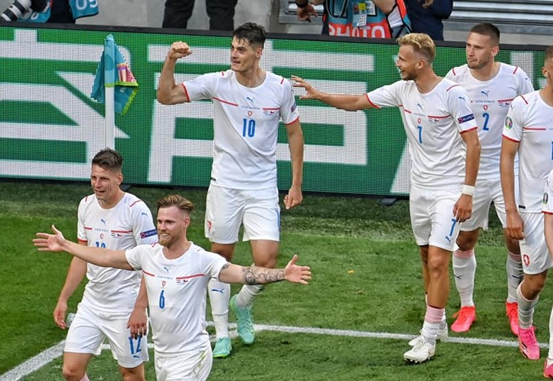 The Czechs progress in the first match and the Belgian Portuguese begins - follow the European Football Championship with us minute by minute!