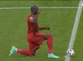 The Italians all kneeled, Lukaku was grateful, and no one was in trouble