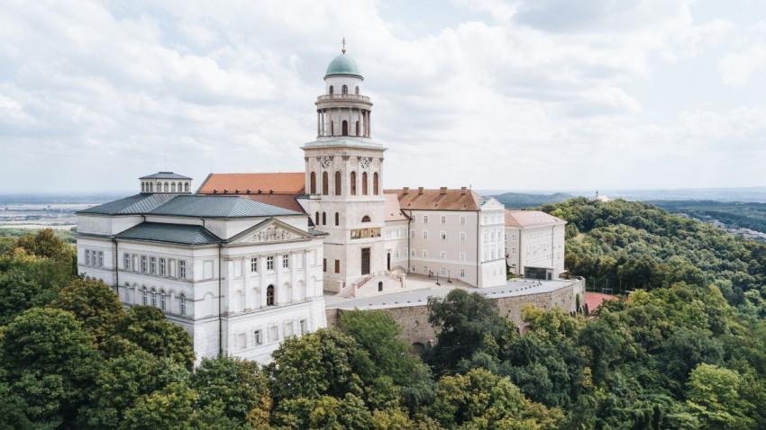 """Panunhalma belongs to everyone"" - summer spiritual exercises in the Hungarian Post monastery"