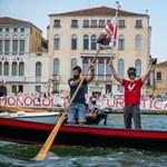 Venetians protest against restarting oceangoing ships السفن