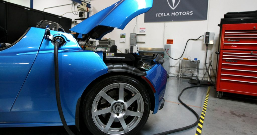 Index - Economy - Tesla shifts to eighth gear
