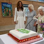 II.  Queen Elizabeth does not need a knife, she also solves cake cutting with a sword