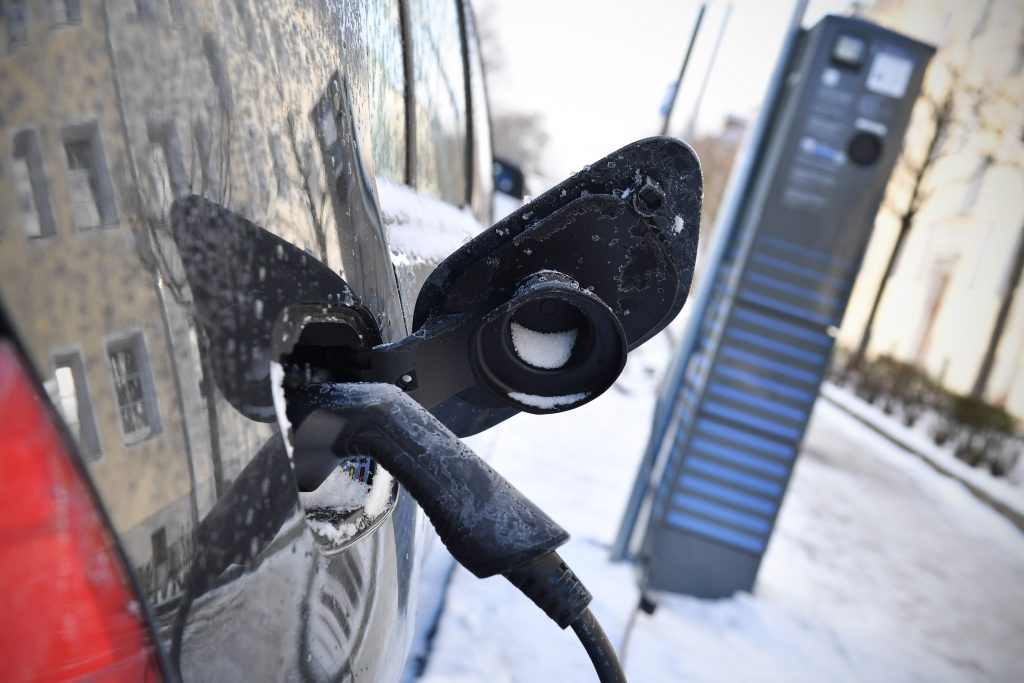 50,000 electric cars need to park in the open air so as not to light the garage
