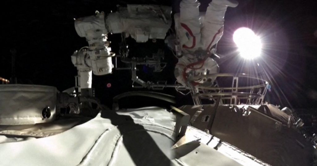 Index - Tech-Science - The crew of Heavenly Palace, a Chinese space station under construction, has taken a tandem tour