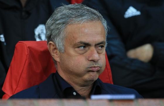 Sports: Tottenham put Jose Mourinho on a shovel