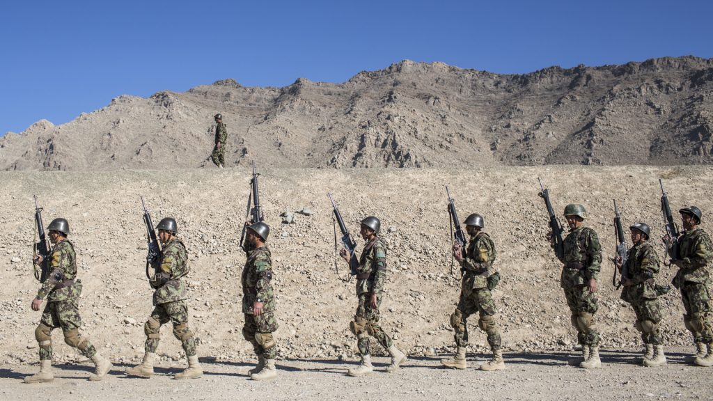 Thousands of Afghan soldiers flee from the Taliban