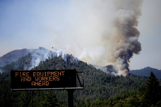 Zhvg: A massive fire is raging in the western states of the United States