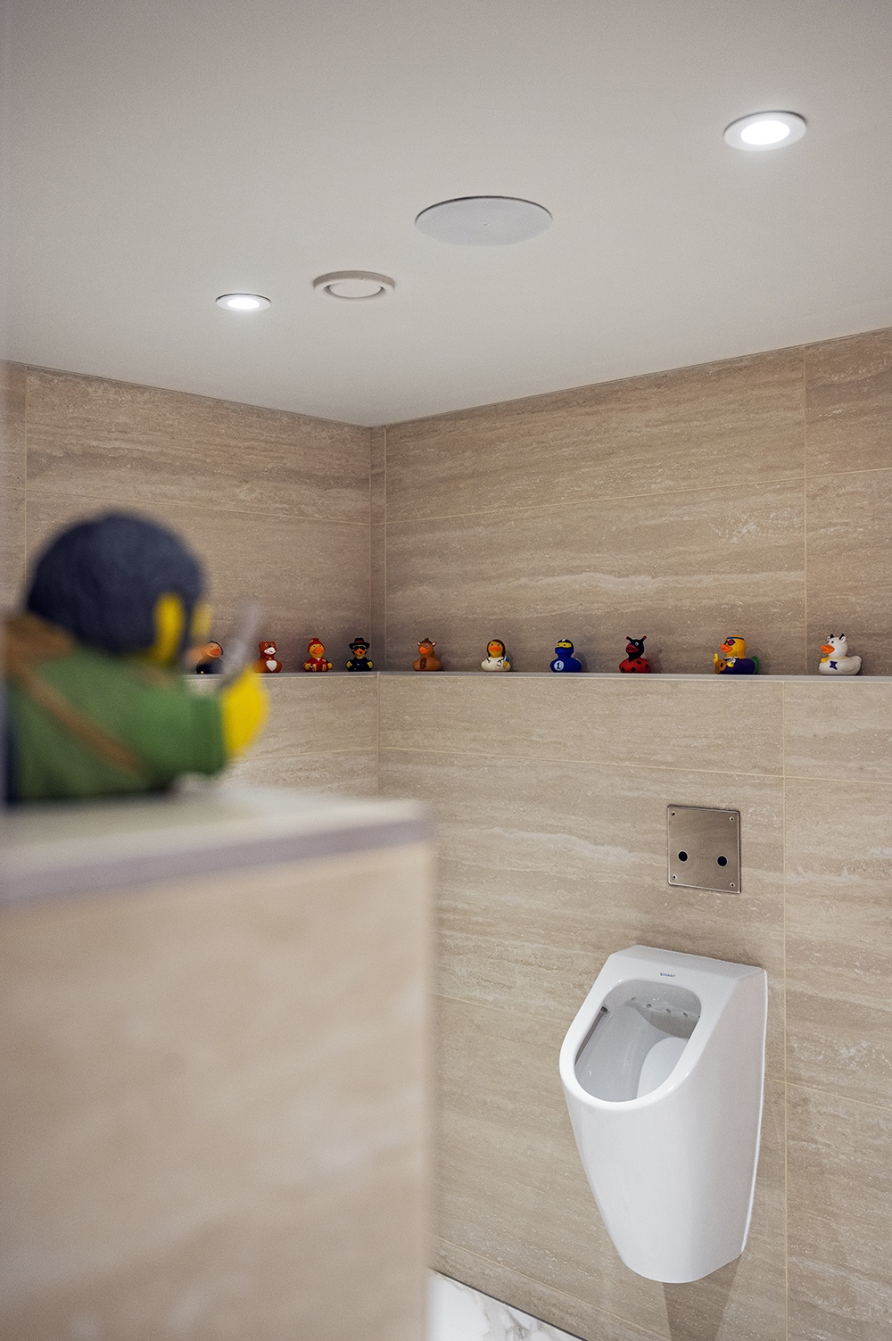 In addition to artwork, gags such as the bathing duck exhibit in the men's bathroom are also shown