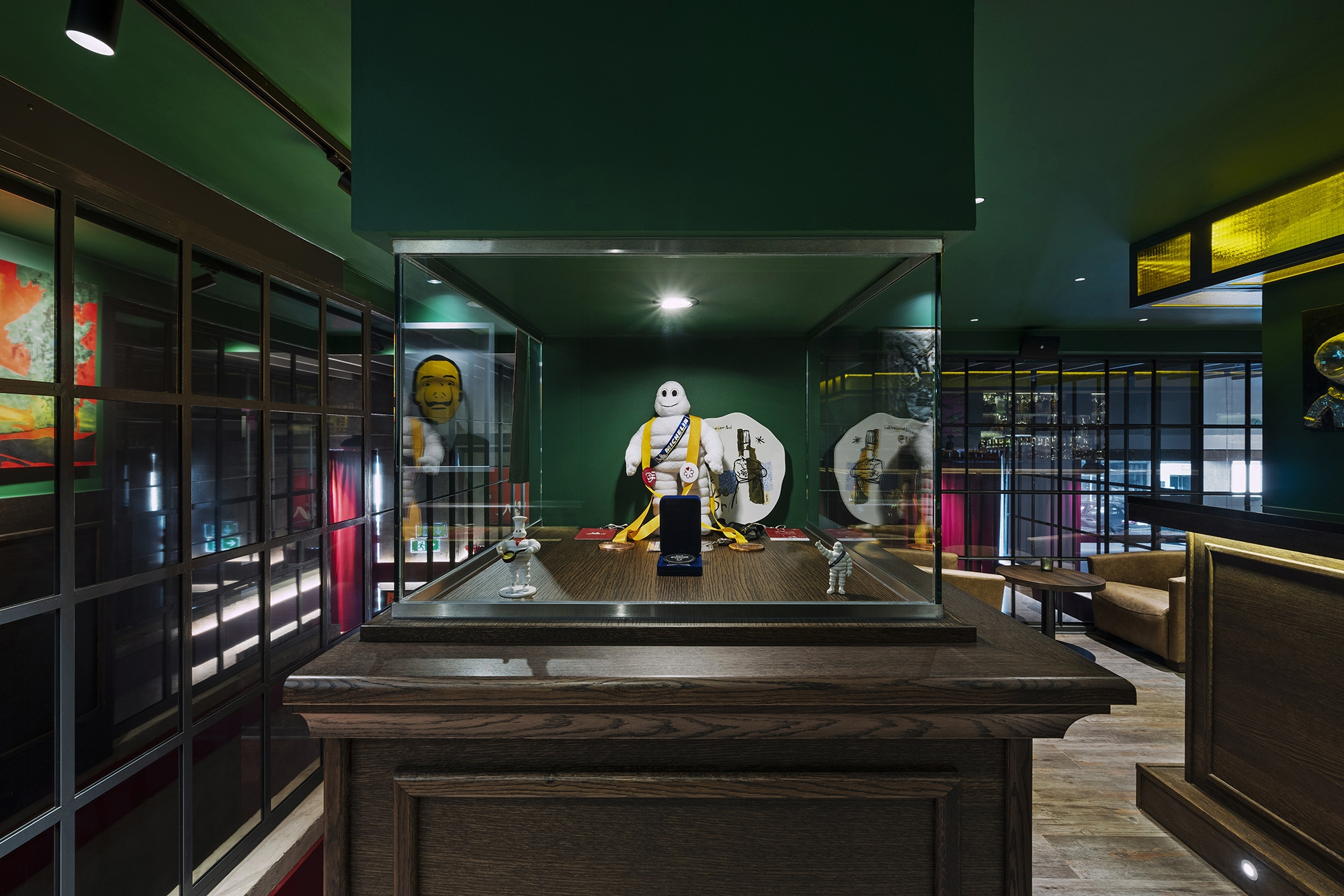 Guests can enjoy a welcome drink at the bar on gallery level