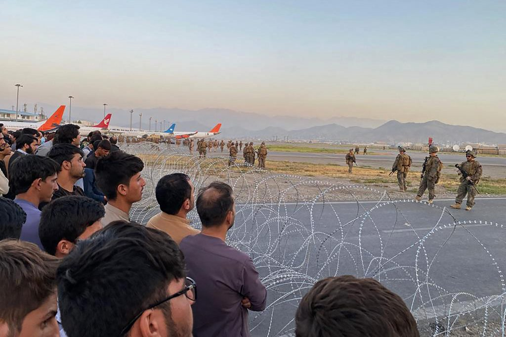 German and American citizens are urged not to go to Kabul airport