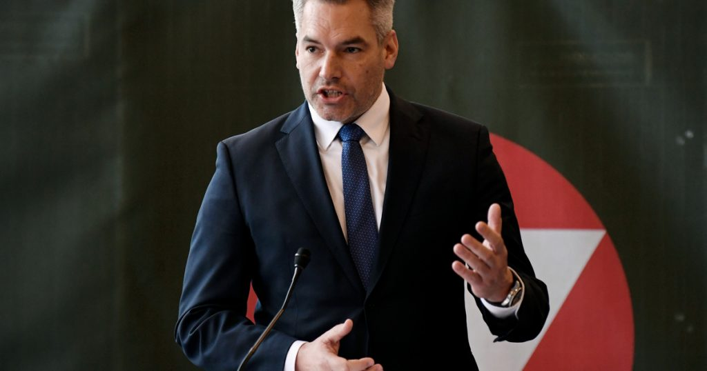 Index - Abroad - Austrian Interior Minister Says Wrong Message About Accepting Afghan Refugees