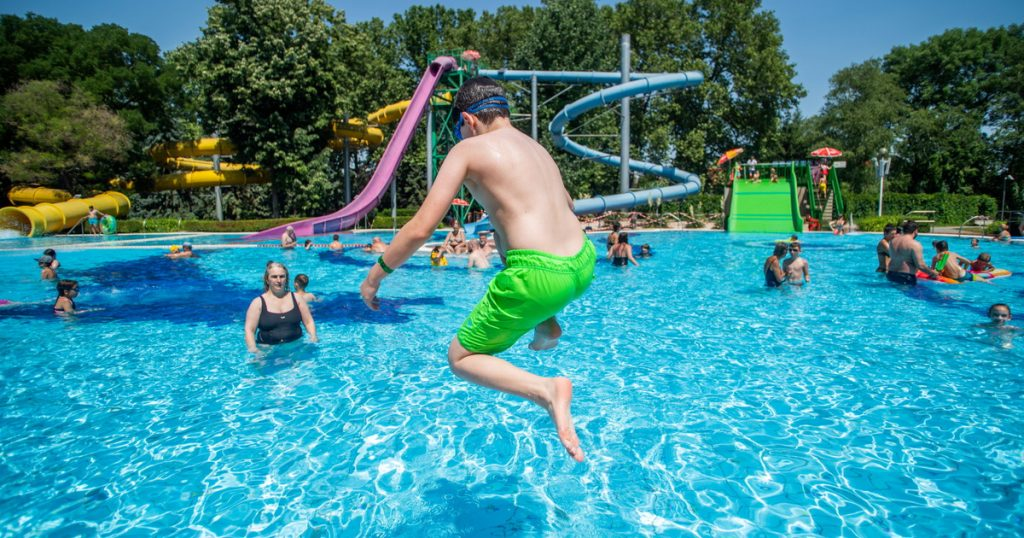Index - Local - Heatwave remains, but umbrellas may be needed