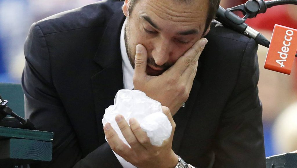 Index - Sports - Angry Canadian tennis player hit in the eye of the chief justice
