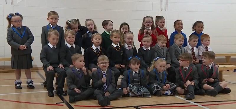 Fifteen twin pairs start school simultaneously in one region of Scotland