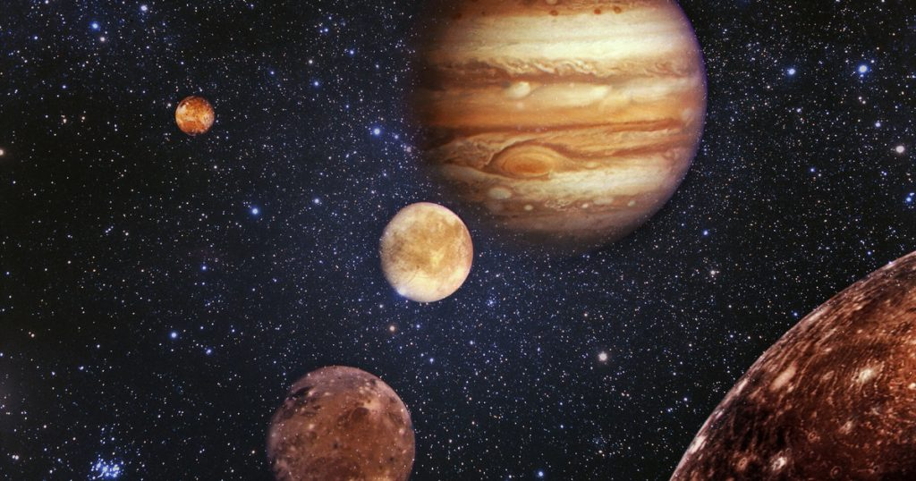 NASA captured a beautiful photo of Jupiter's largest moon: the very beautiful Ganymede's balcony