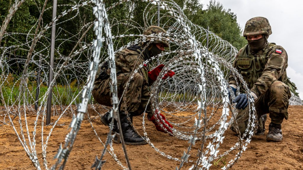 The Polish army is building a 180-kilometer border fence