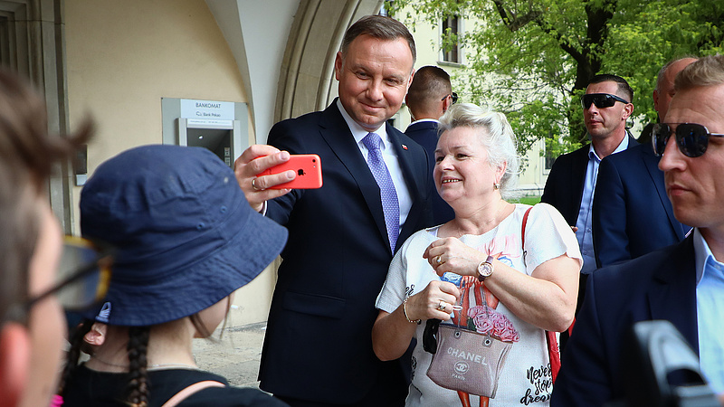 The Polish head of state sat in Satoba