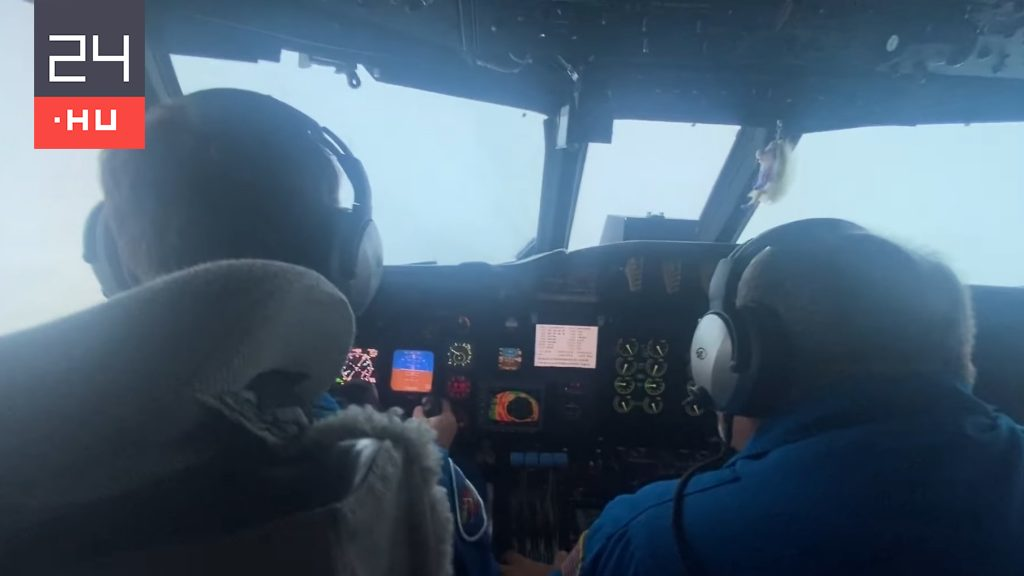 Researchers fly into the eyes of Hurricane Ida - literally shocking video
