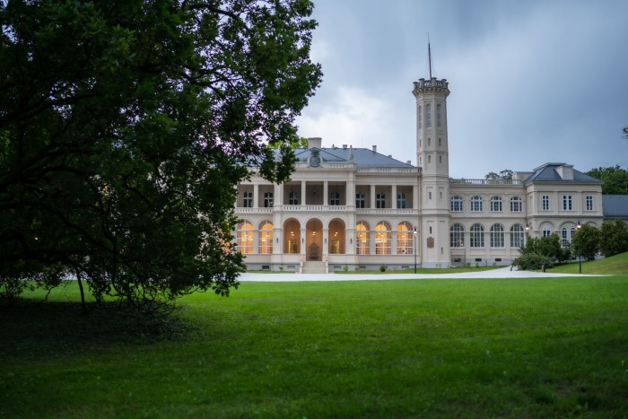 Mindenkinek érdemes megnézni a felújított füzérradványi Károlyi-kastélyt 1