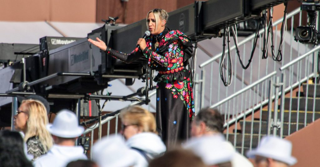 This was Gabby Toth's performance in front of the papal mass