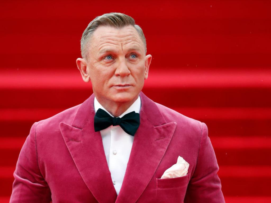 Daniel Craig reveals why he goes to gay bars