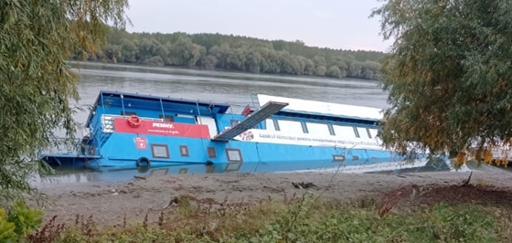 Enterprise: A ship parked in Romania sank, recently inaugurated by the Minister of Labor