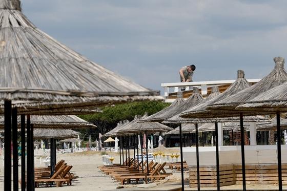 Scientist: Two Russian tourists found dead in a beach hotel in Albania