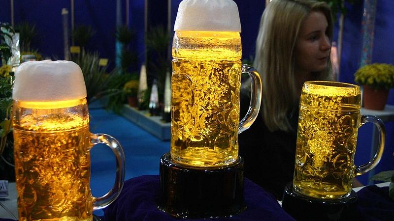 Ingyen sörrel kell visszacsalni a dolgozókat az irodába